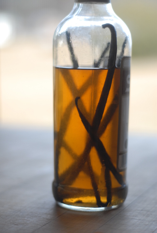 all you need to make homemade vanilla extract--better than the store and so cheap!